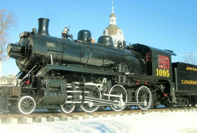 Engine 1095 is a ten-wheeler built in 1913. It weighs 155 tons.
