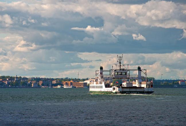 The Wolfe Island Ferry heading towards downtown Kingston. (photo: Flickr/Liz)
