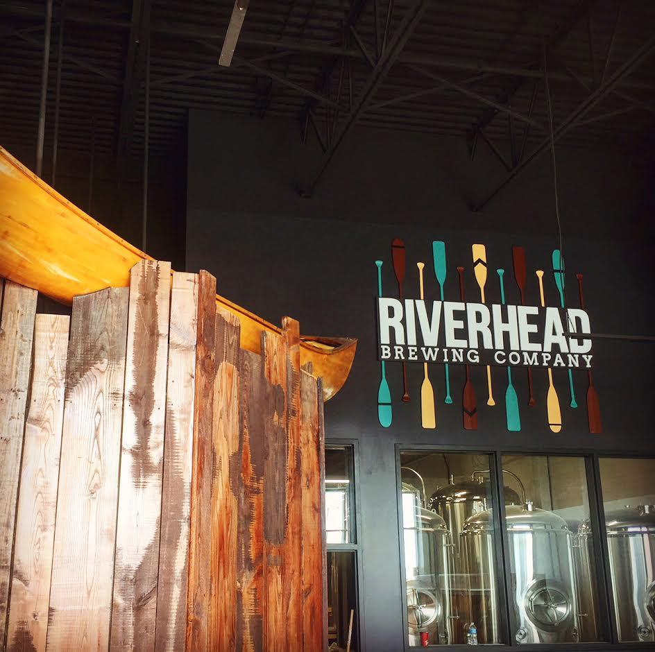 Riverhead Brewing Company decor